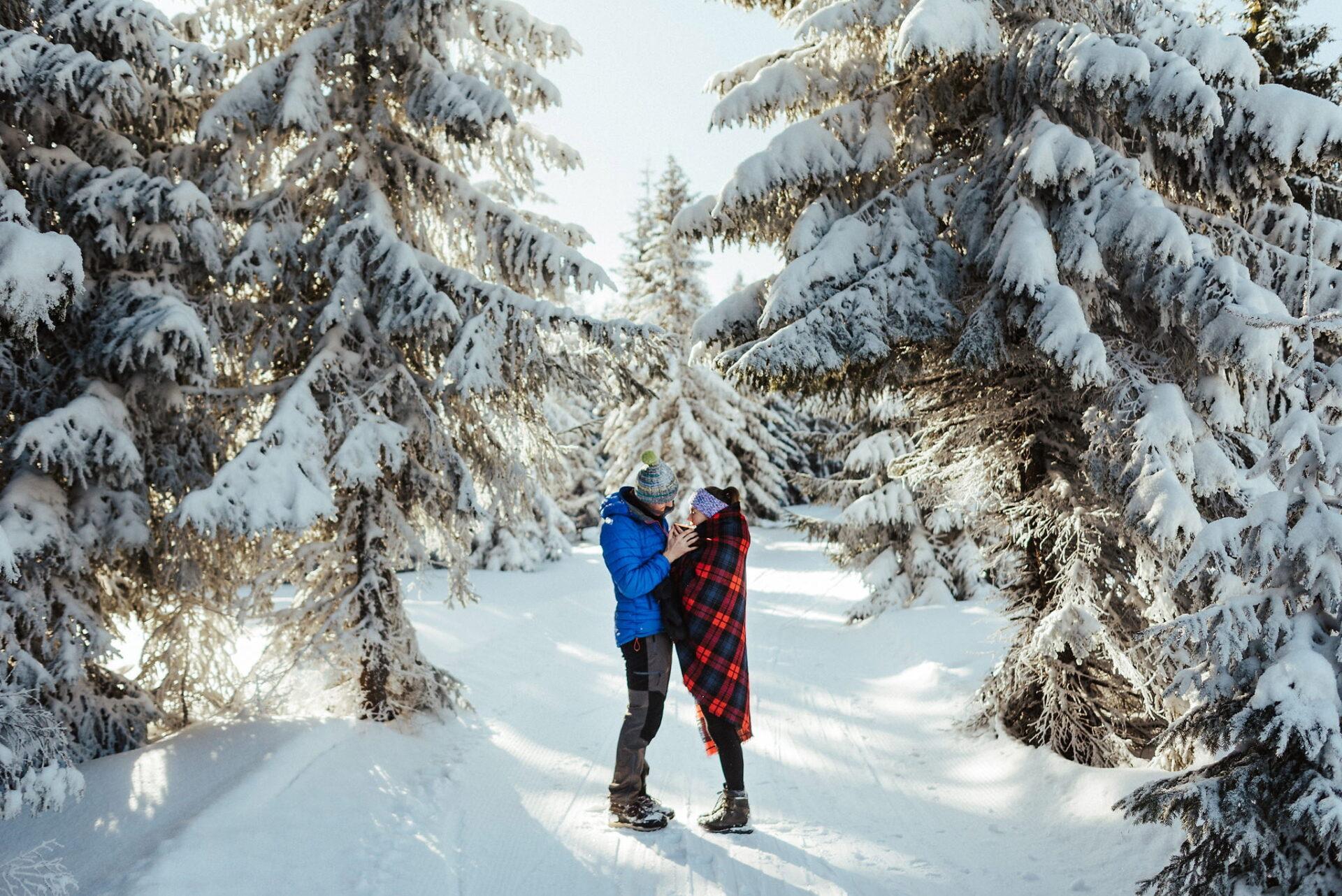 Zimowa sesja narzeczeńska w górach 24