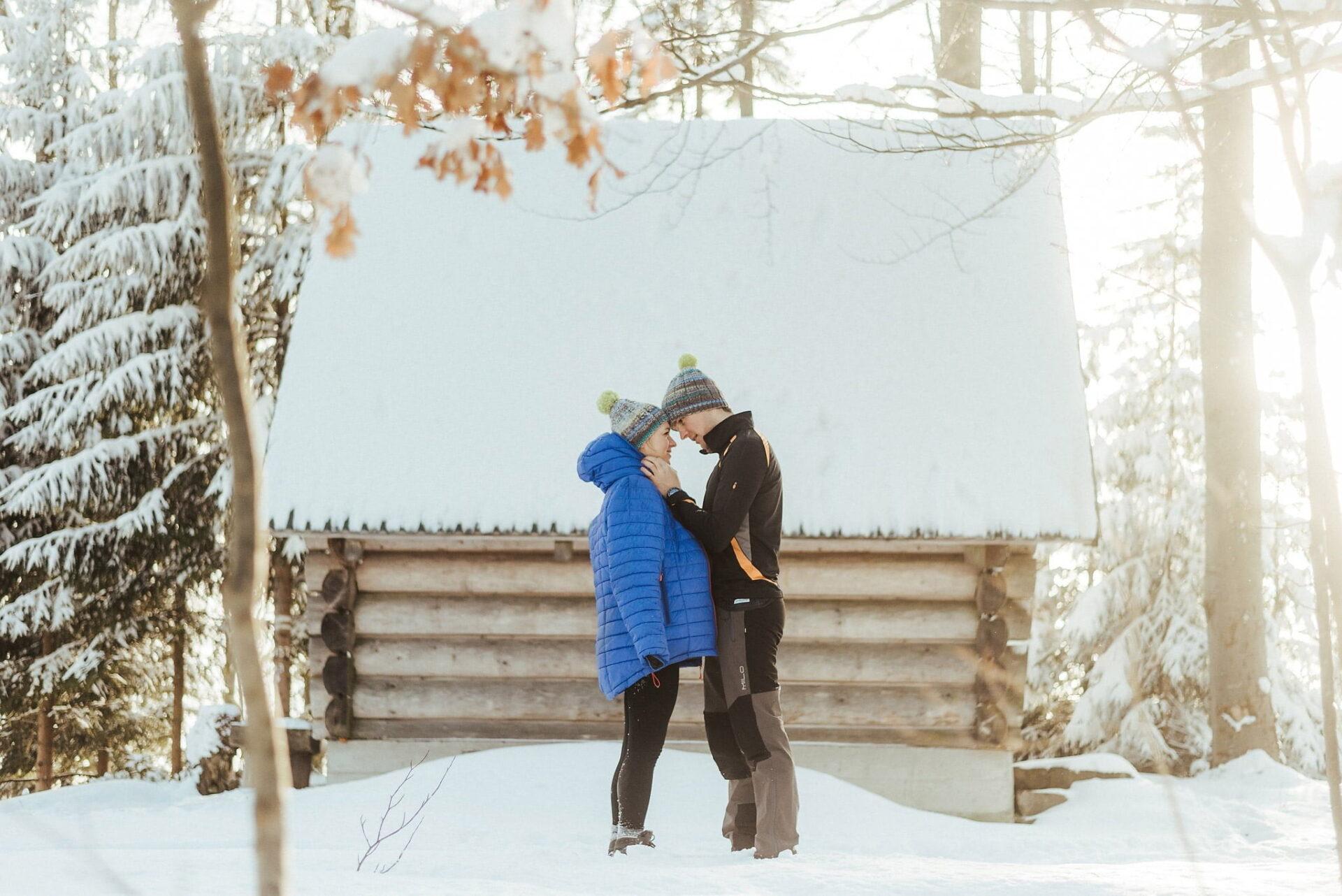 Zimowa sesja narzeczeńska w górach 35
